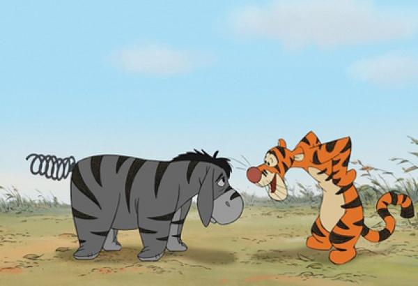 维尼随即找来了跳跳虎,兔子瑞比,猫头鹰,袋鼠妈妈和小豆来帮忙,罗宾